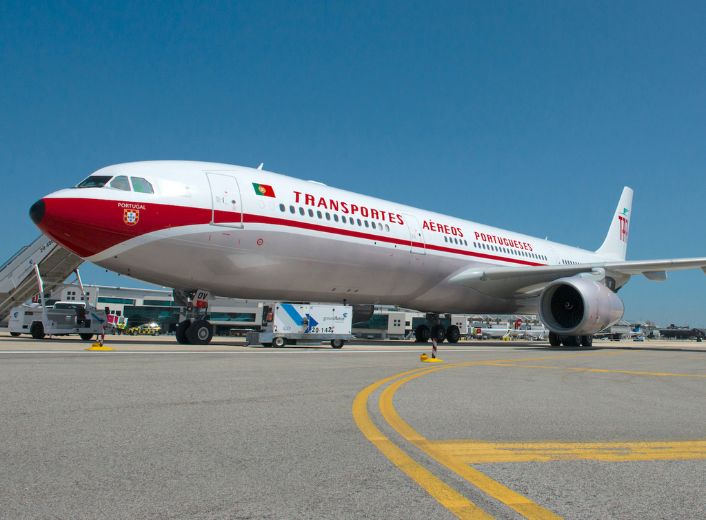 More than just a retrojet: TAP goes all out with jet age service - Runway Girl