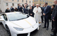 Pope Francis gives white & gold Lamborghini away to charity (PHOTOS)